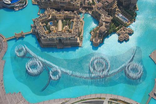 Dubai fountains l 39 incredibile spettacolo delle fontane al for 4500 piedi quadrati a casa